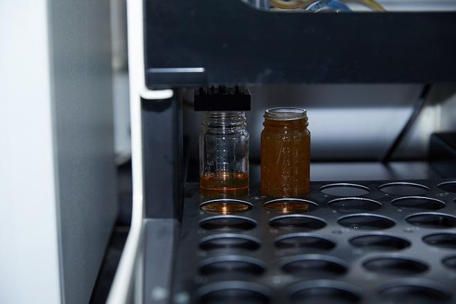 探索GS加德士天津工厂:每一滴优质润滑油都要经得起检测