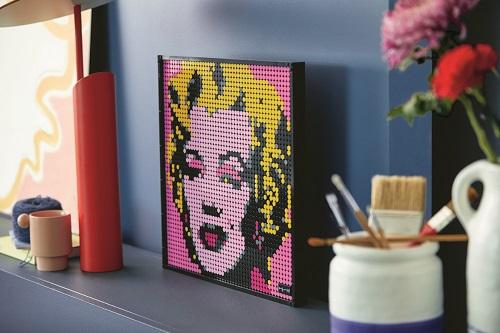 将热爱转化为艺术:乐高集团为成人玩家带来波普艺术画